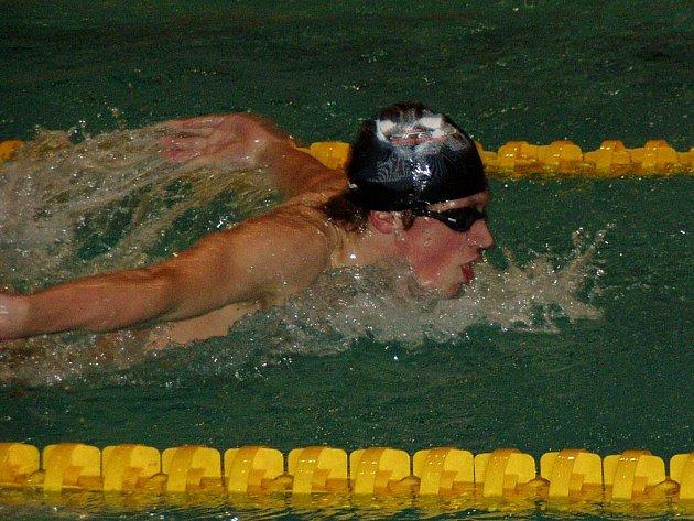 Hned pět medailí si z mezinárodního Jarního poháru v Hradci Králové přiváží domů náchodský plavec Pavel Janeček.