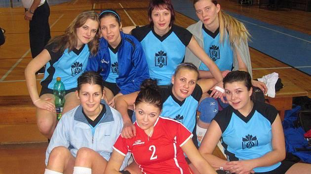 Družstvo dívek náchodské Obchodní akademie skončilo v republikovém finále páté.