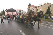 Posvícenský průvod v Olešnici.