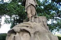 Pomník u Vysokova postavený na památku padlých myslivců 6. praporu ve válce v roce 1866.