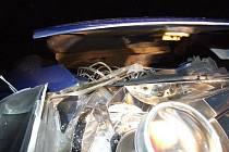 Skalpovaný automobil.