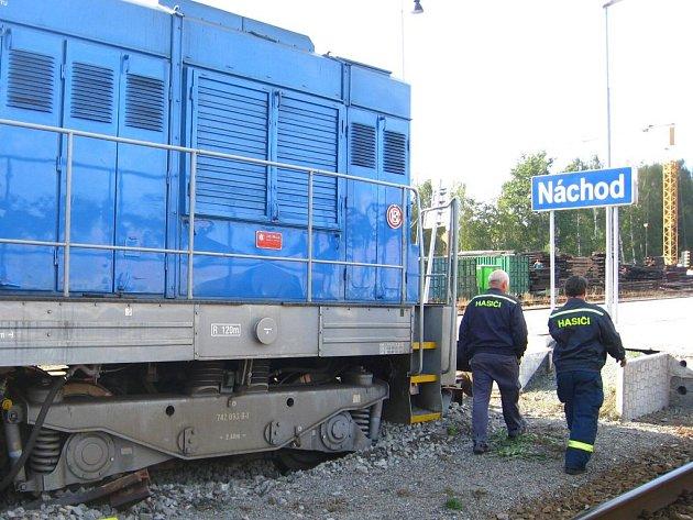 V Náchodě na nádraží vykolejila lokomotiva.