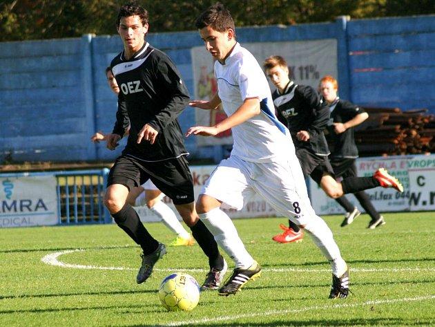 NÁCHODŠTÍ dorostenci (v bílém) si v dalším utkání České ligy U19 zápas s Letohradem zbytečně zkomplikovali.