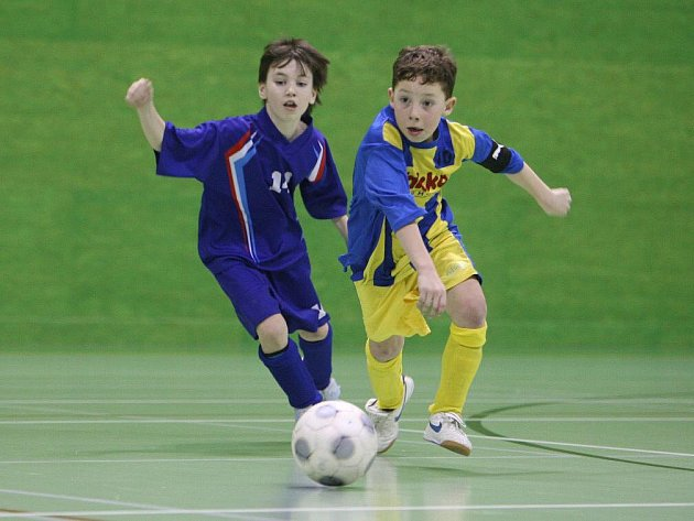 Finálové klání mezi domácí Jaroměří (v modrém) a Jeseníkem dopadlo lépe pro hosty, kteří vyhráli 3:0.