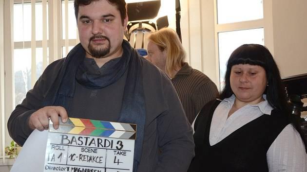 Natáčení filmu Bastardi 3 v redakci Náchodského deníku.