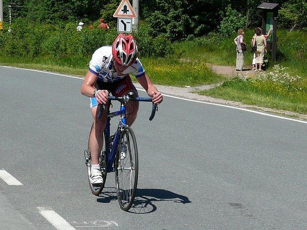 Při stoupání na Masarykovu chatu si cyklisté sáhli na dno. Výjimkou nebyl ani třetí v konečném pořadí Tomáš Koutský.