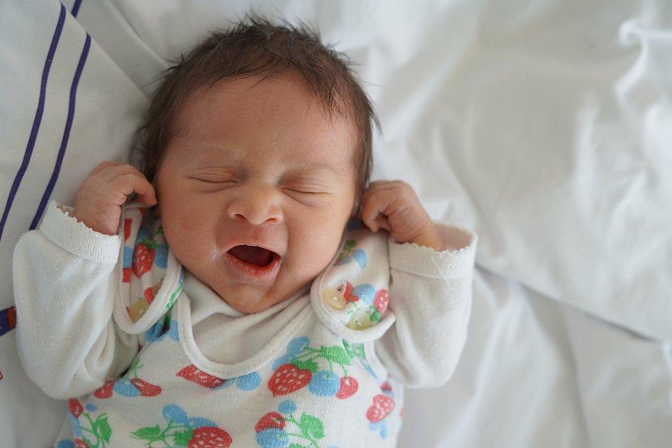 Ema Thérová z České Skalice je prvním děťátkem maminky Kristýny Thérové a tatínka Petra Karlíčka. Holčička se narodila 1. února 2020 ve 13:52 hodin, vážila 2740 gramů a měřila 47 cm.