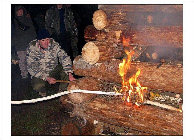 Na Hvězdě v Broumovských stěnách se o víkendu uskutečnil 46. ročník zimního táboření, který přilákal desítky lidí z různých koutů republiky.