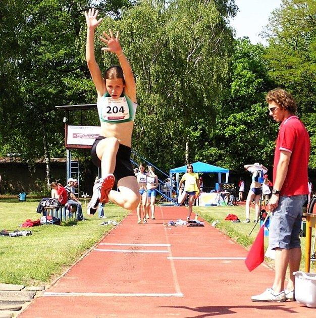 Dálkařka Michaela Broumová v Kolíně potvrdila, že její osobní rekord z haly (530 cm) nebyl náhodný. V Kolíně skočila 526 cm.