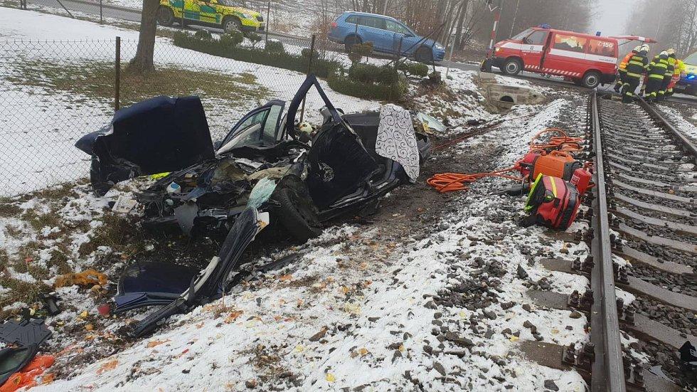 Vážná nehoda na přejezdu ve Stolíně.