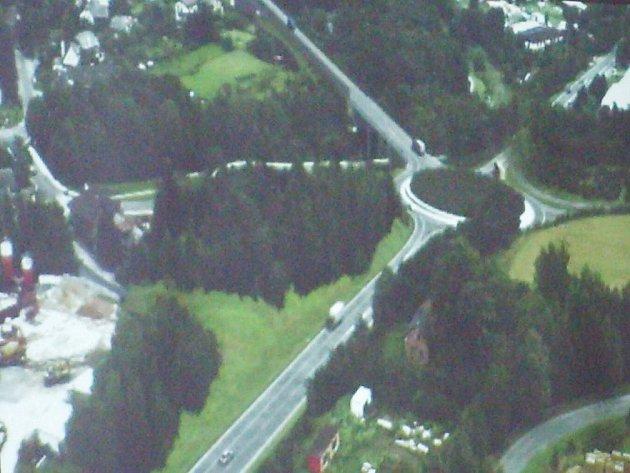 Případný obchvat Náchoda (na vizualizaci jeho část)  by se dotkl i obce Vysokova.