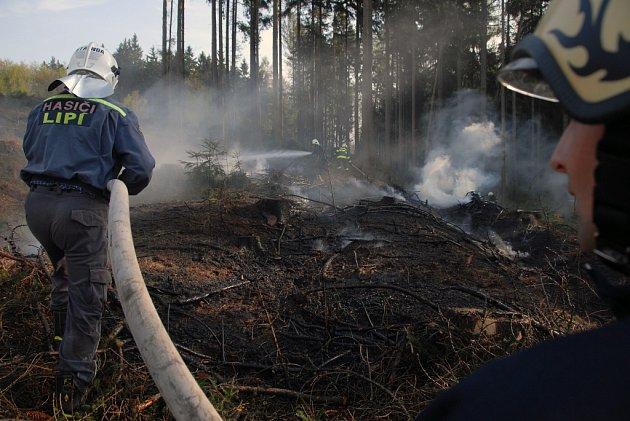 Požáry suché trávy a lesních porostů na Náchodsku
