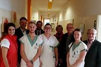 FYZIOTERAPEUTI z Polska spolu s vedoucí fyzioterapeutkou rehabilitačního oddělení Andreou Poštolkovou (vlevo) a s delegací z Vysoké školy fyzioterapie se sídlem ve Vratislavi.