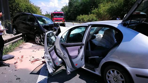Při střetu dvou Seatů bylo zraněno pět lidí.