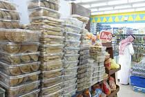 Potraviny se prodávají převážně ve velkých rodinných baleních.
