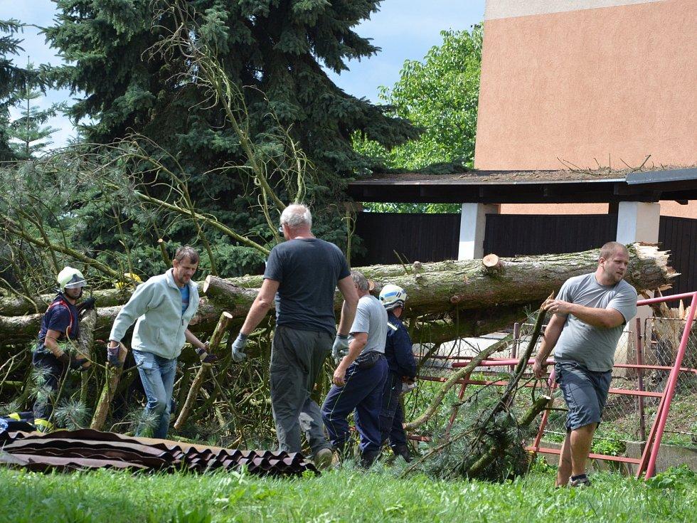 Větrná smršť v Bohuslavicích nad Metují