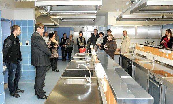 Kšedesátinám dostala škola novou kuchyň