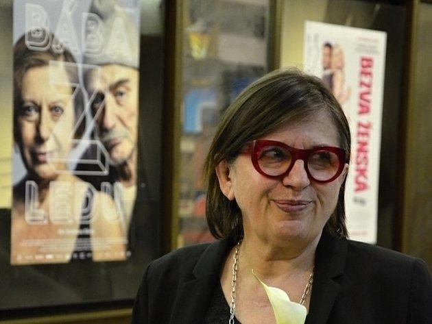 Bába z ledu a herečka Zuzana Kronerová v náchodském kině Vesmír.