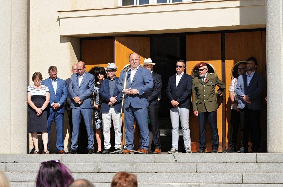 Hronov patří již po 90. ochotnickému divadlu.