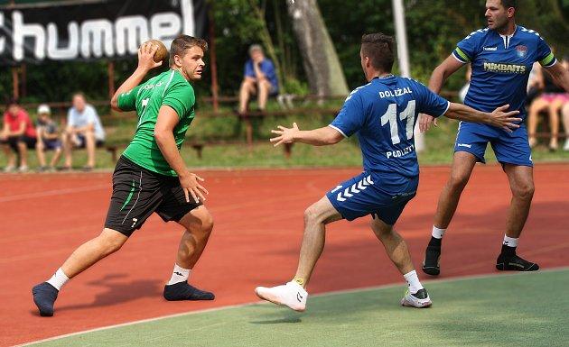 ŠESTÍ. Národní házenkáři Krčína (v zeleném) nepřešli přes čtvrtfinále a v konečné tabulce  jim patří šesté místo.