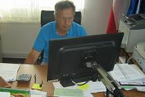 Dvaašedesátiletý Jaroslav Vlček vede obec Kramolna na Náchodsku už 27 let.