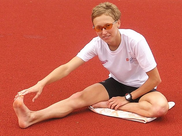 Triatlonistka Vendula Frintová při atletickém tréninku v Novém Městě nad Metují.