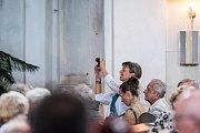 Více než 360 návštěvníků, kteří si zahajovací koncert nenechali ujít, odměnilo výkony účinkujících umělců dlouhotrvajícím závěrečným potleskem ve stoje, díky němuž došlo i na přídavek: skladbu Gabriel´s Oboe od Ennia Morricone, ústřední téma z filmu Mise.