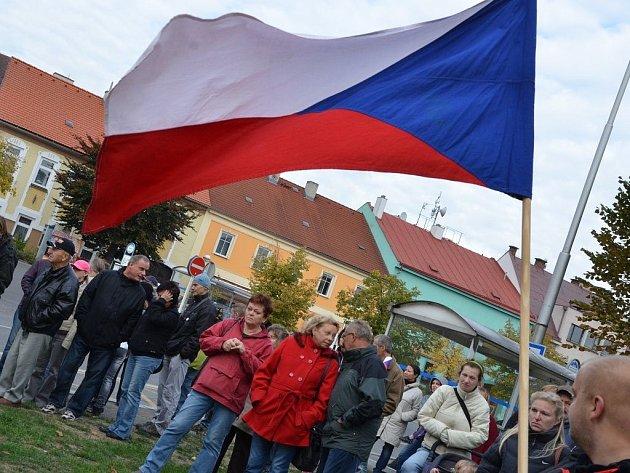 Demonstrace proti imigraci, za okamžité vystoupení České republiky z Evropské unie a za svrchovaný český stát se uskutečnila v sobotu odpoledne na českoskalickém Husově náměstí.