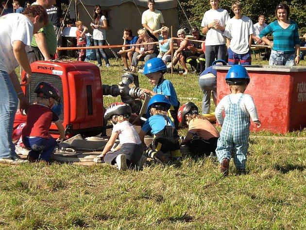 První říjnová sobota se v Jezbinách na Jaroměřsku tradičně nesla ve znamení požárního sportu.