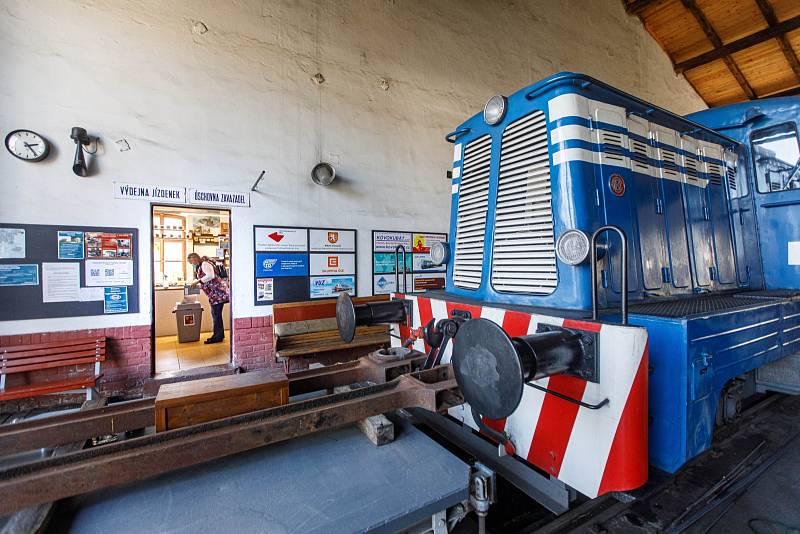 Volby v železničním muzeu Výtopna v Jaroměři
