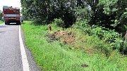 Řidič po nárazu do stromu utekl do lesa, zraněného muže objevil pes