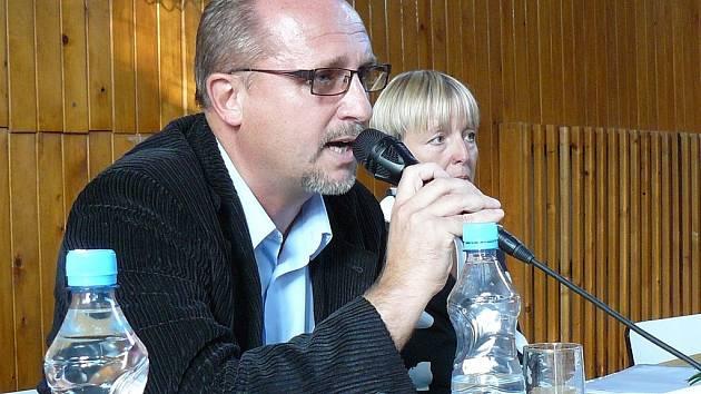 Vybrali jsme nesprávného kandidáta na ředitele, prohlásil v Krčíně místostarosta Petr Hable.