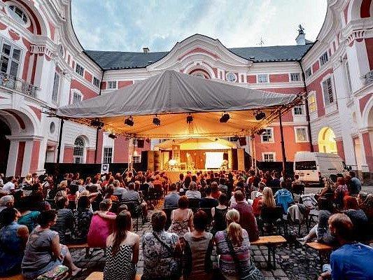Malé letní divadlení v Broumově.
