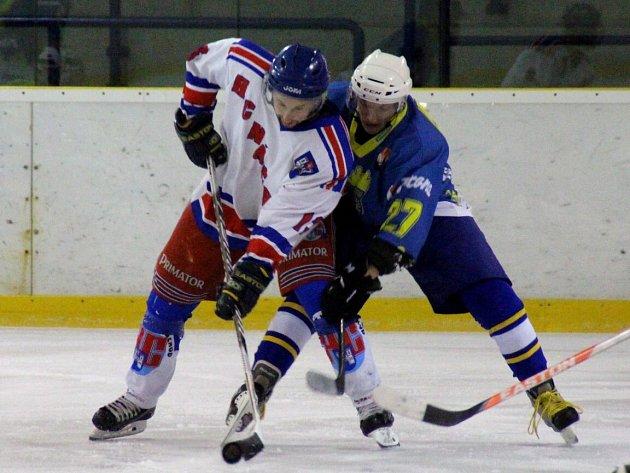 NÁCHODSKÝ hrající trenér Pavel Kodym bojuje ve středečním derby s Novým Městem, kde v minulosti rovněž působil.