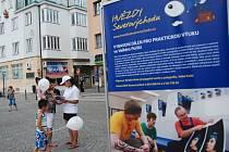 ROADSHOW HVĚZDY SEVEROVÝCHODU přilákala na různé atrakce na náchodské náměstí řadu lidí.