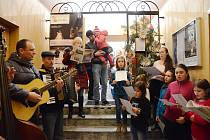 Letos poprvé se v Náchodě zpívalo ve staré radnici.