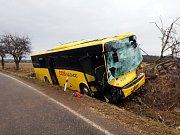 Havárie autobusu u Černčic.