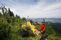 Pro svahové létání, které paraglidisté využívají, není podle názoru odborníka podstatné, jestli je leden nebo červenec. Důležité je, aby foukal vítr ve správném směru a ve správné rychlosti.