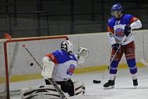 JEN 26 VTEŘIN stačilo hokejistům Jaroměře, aby ve středu poprvé pokořili Mertlíka v náchodské brance.