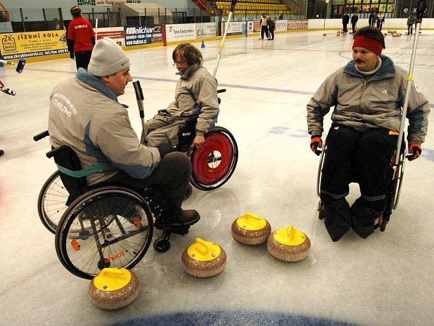 Mistrovský tým v curlingu družstev pro nadcházející sezónu. Zleva skip Radek Pokorný, Luděk Procházka a Martin Tluk.
