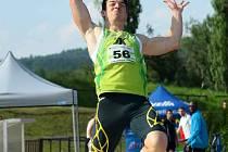 VÝRAZNÝCH úspěchů dosáhl v letošním roce Jakub Nosek, který skončil na domácím šampionátu čtvrtý v dálce, bronz si pak ale přivezl z evropského šampionátu neslyšících.