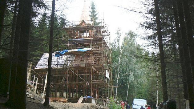 Výstavba nové kaple v Suchém Dole.