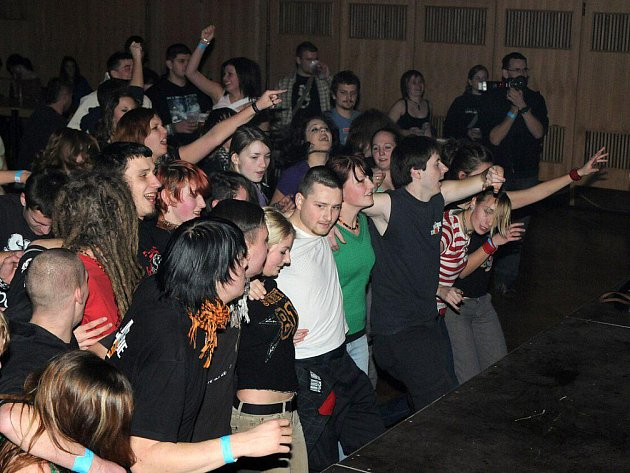 Rockové Vánoční tulení v Hronově.