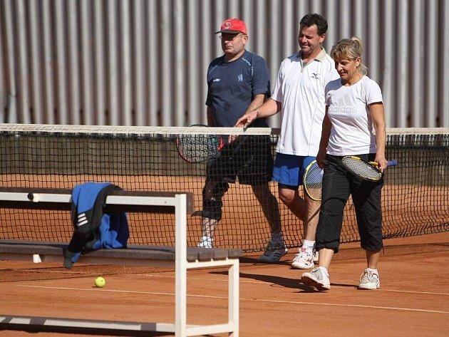Borůvka s Kábrtovou (na snímku po vítězném semifinále) nakonec vyhráli finále 9:3.