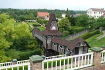 Jurkovičův most na zahradě novoměstského zámku.