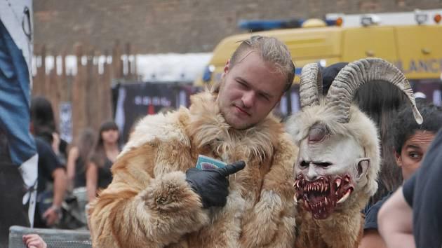 NAVZDORY PEKELNÉ VÝHNI neslevili někteří  návštěvníci festivalu Brutal  Assault  ze svého originálního stylu.