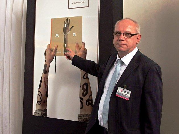 LIBOR HOVORKA připravil unikátní knihu, která dokumentuje modely tradičních českých hodinek Primv letech 1954 – 1994, ve zlatých časech jejich výroby.