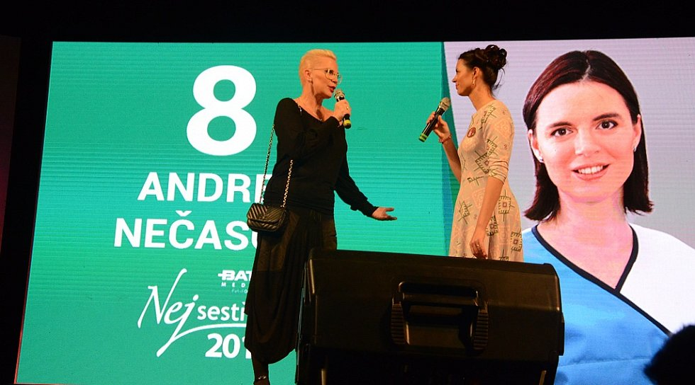 V náchodském městském divadle se 7. října večer konal 9. ročník soutěže Batist Nej sestřička. Dvanáct sympatických finalistek, z celkem 541 přihlášených zdravotních sestřiček, ukázalo, že jim nechybí šarm, pohotovost, šikovnost a smysl pro legraci.