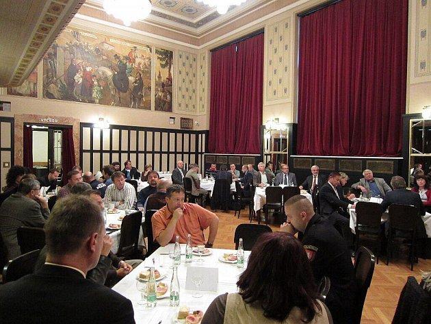 Setkání představitelů samospráv náchodského okresu a členů obou komor Parlamentu ČR zvolených za Královéhradecký kraj na téma řešení sociální problematiky a nepřizpůsobivých občanů.