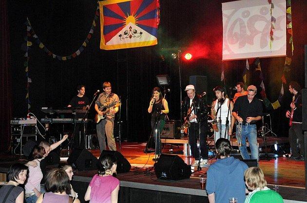 "Ze sedmého ročníku Springfestu ""Music for Tibet""."